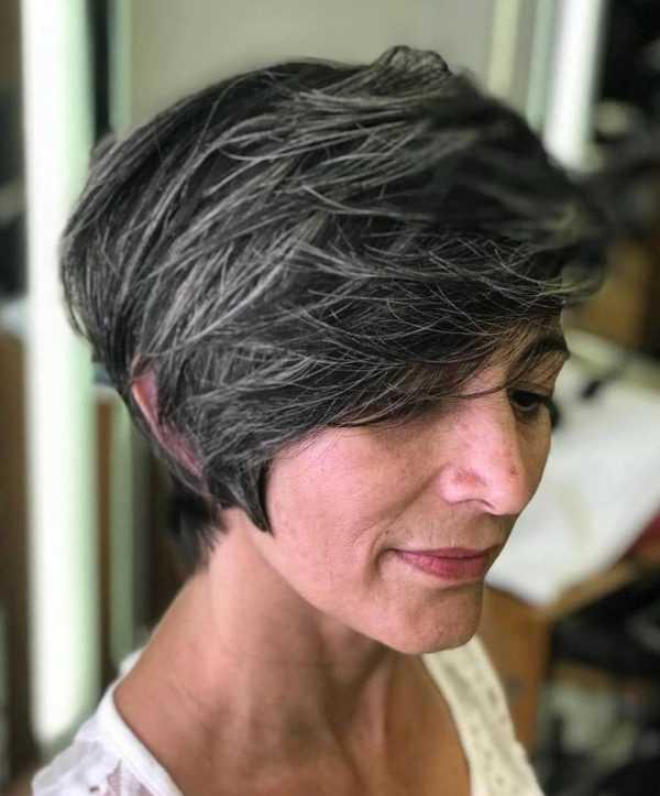 Омолаживающие стрижки для женщин 50 лет и старше (62 фото): молодящие прически для женщин со средней и короткой длиной волос, модные варианты